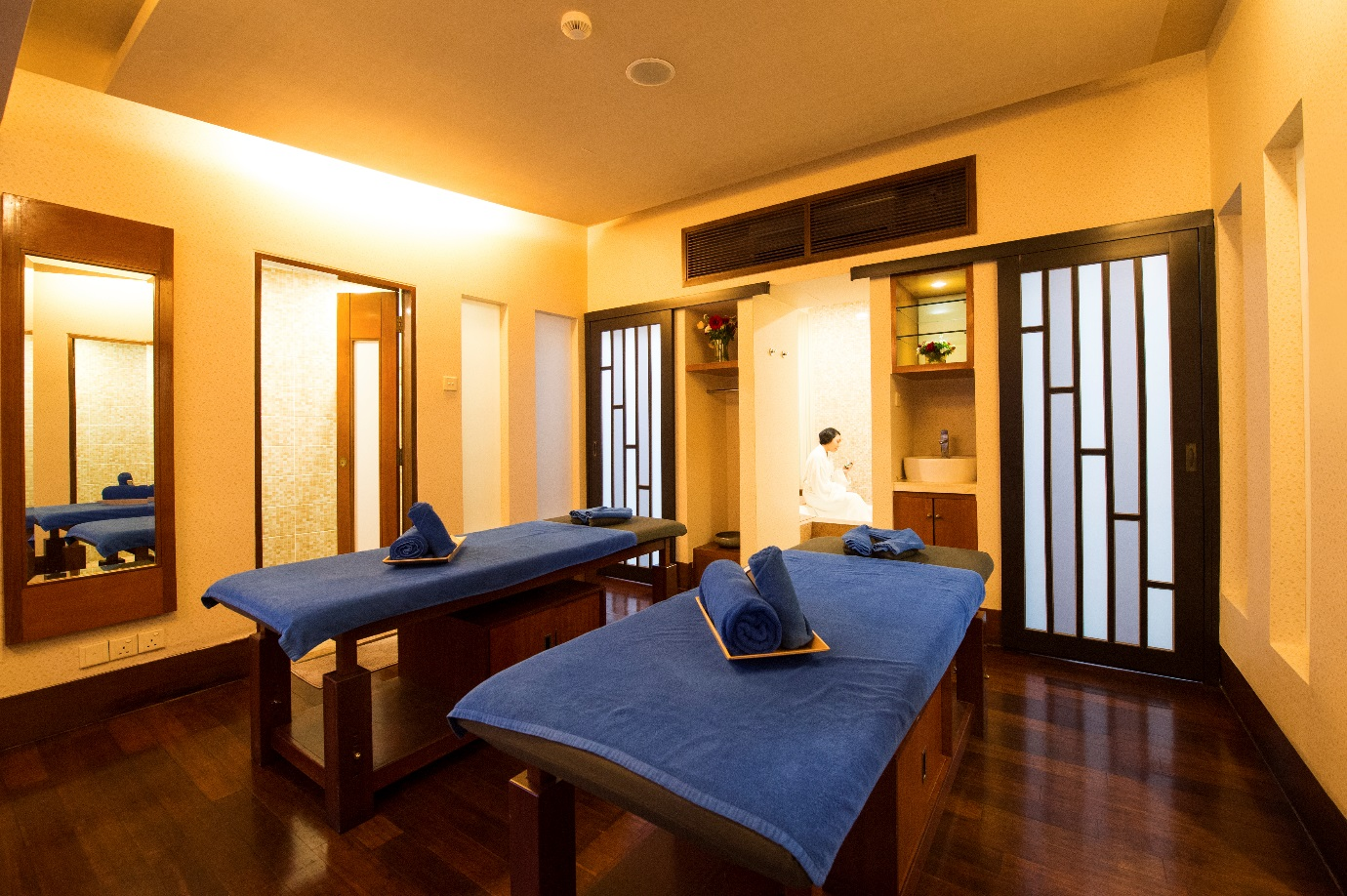 spa happy hour pulse grande hotel. Black Bedroom Furniture Sets. Home Design Ideas